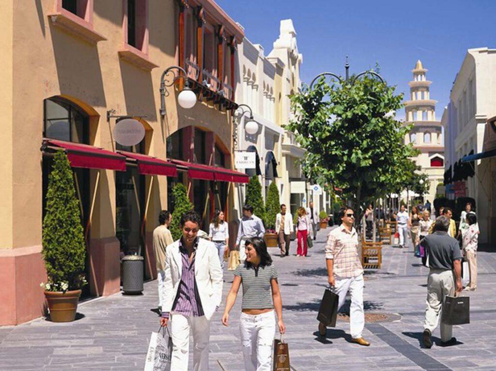 Dar una vuelta valor infancia  Las mejores tiendas outlet en Madrid - Friendly Rentals Blog