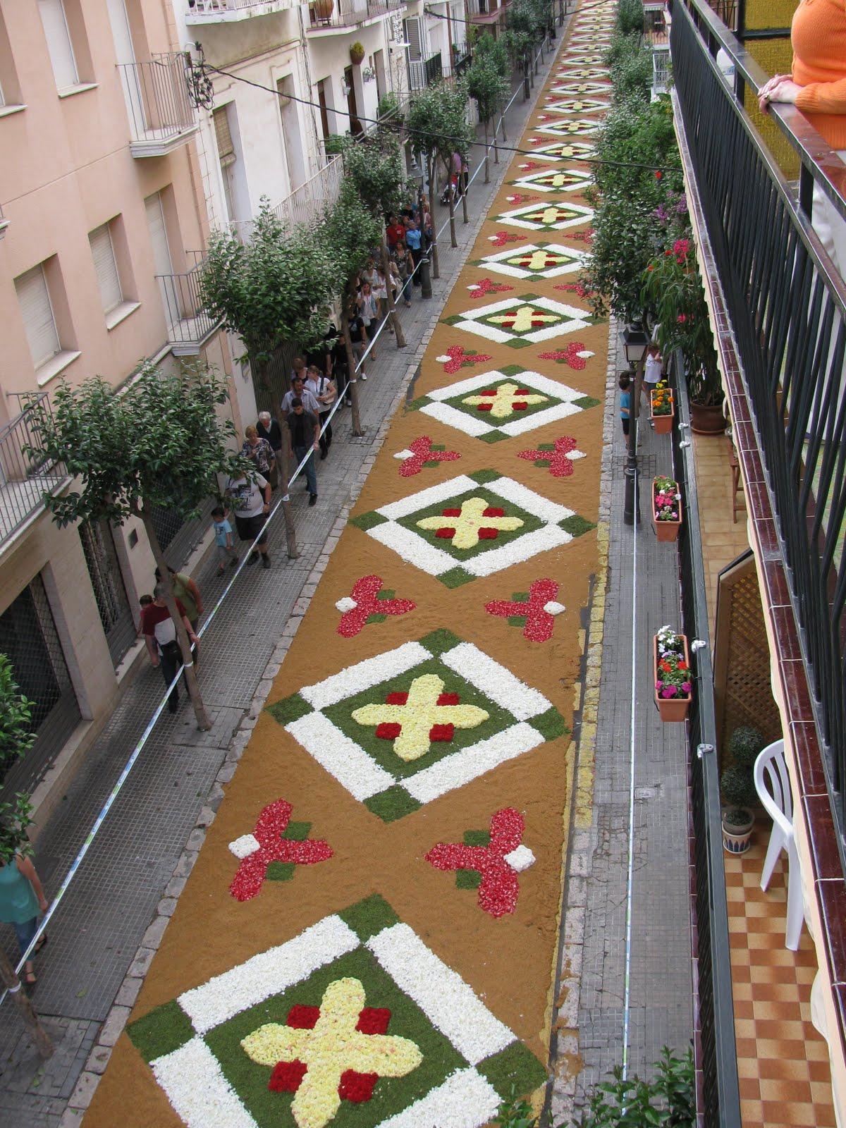 Sitges Se Cubre De Alfombras De Flores Por Corpus Christi Friendly