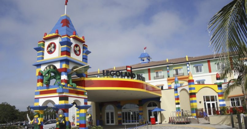 Did you know that at Legoland kids go free? - Friendly Rentals
